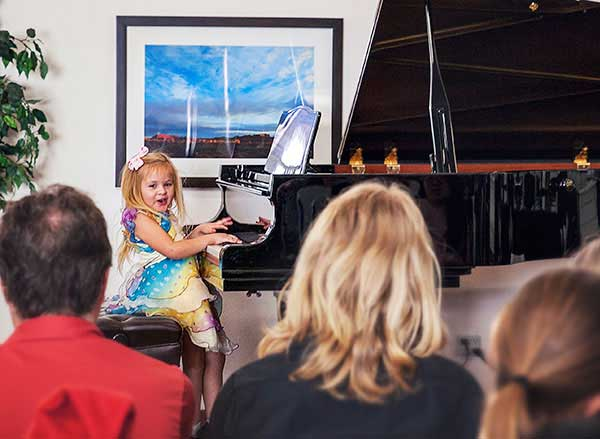 Lessons for young children in Huntington Beach School of Music